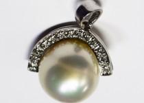 「真珠 ダイヤモンド ペンダントトップ 宝石 買取りました」